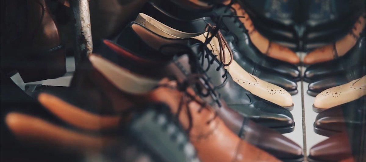Lederbekleidung-Schuhe