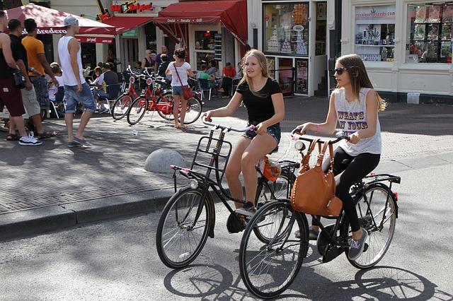 über mich fahrrad in der Stadt 640x426